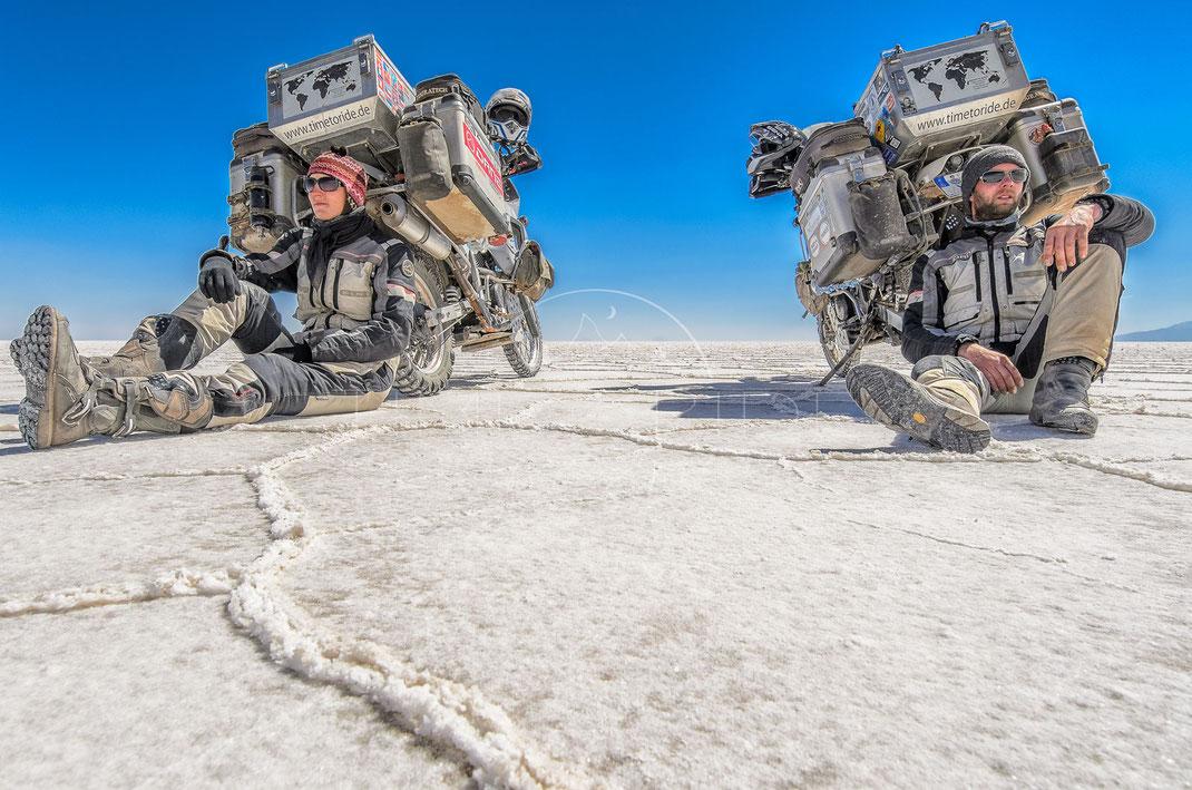 Salt Desert | Salzwüste | Salar de Uyuni | Bolivia | Motorrad-Abenteuer-Fotografie | Motorcycle ADV Photography | Poster & Leinwände