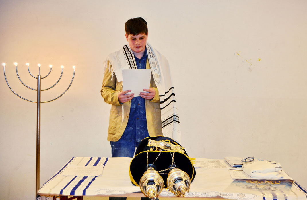 Anton bei seinem Vortrag zur Feier seiner Mündigwerdung.