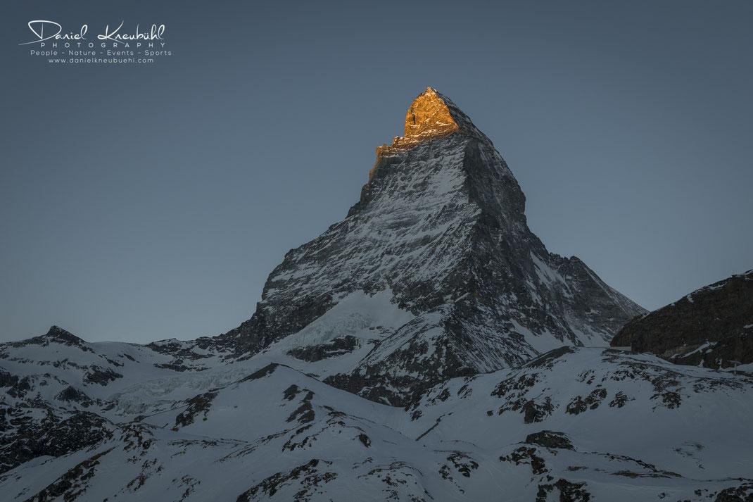 Matterhorn im Sonnenaufgang, Matterhorn, Sonne, Sonnenaufgang, golden, goldig, Spitz, 4478m, Zermatt, Wallis, Schweiz, Switzerland, www.danielkneubuehl.com, Photographer/Fotograf: Daniel Kneubühl