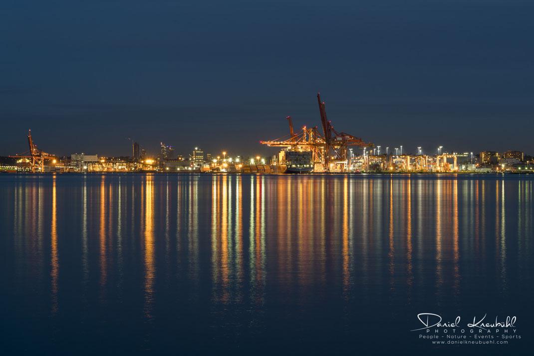 Skyline, Vancouver, by night, Container, British Columbia, Canada, www.danielkneubuehl.com, Photographer/Fotograf: Daniel Kneubühl