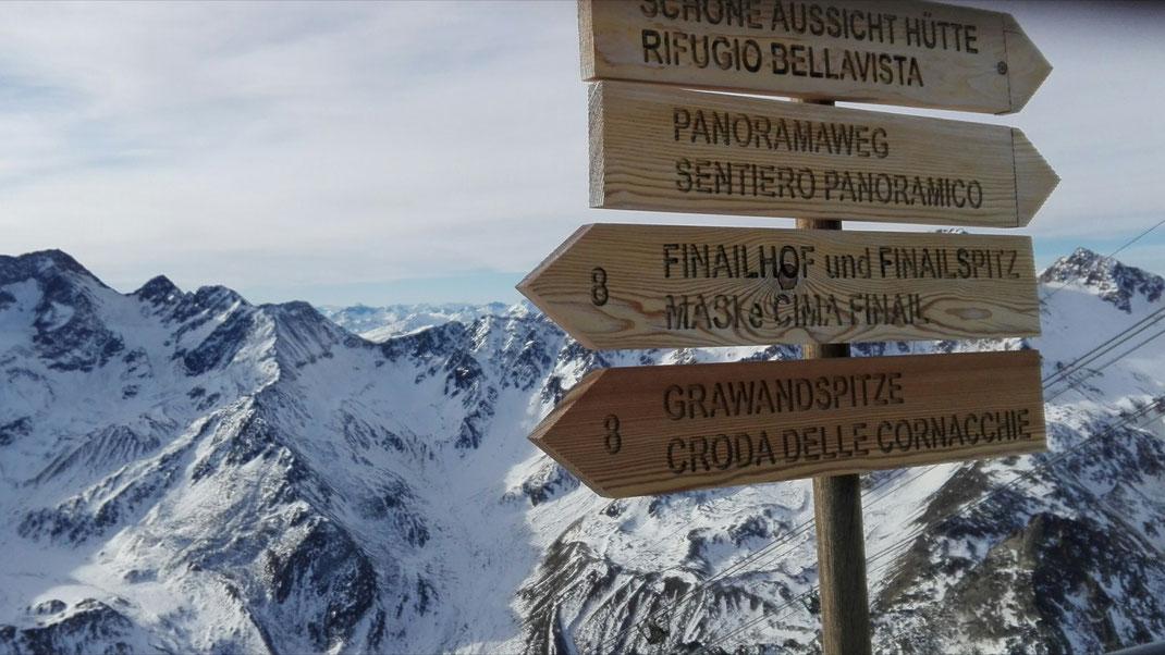 Überwältigendes Panorama am Schnalstaler-Gletscher