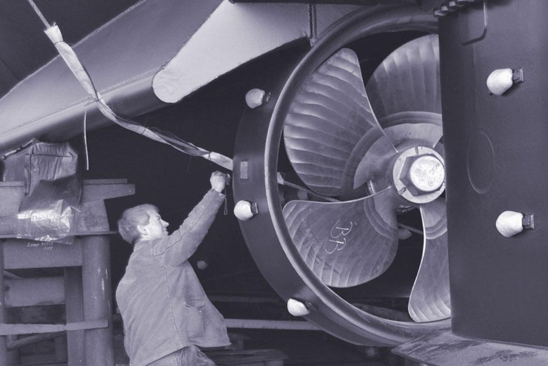 Bei der Konstruktion des Frachters »Philipskercke II« ist von Beginn an ein Schwerpunkt auf den ökologischen Fußabdruck gelegt worden. Das Schiff fährt mit Motoren der EU-Stufe V, Rußpartikelfiltern und SCR-Katalysatoren