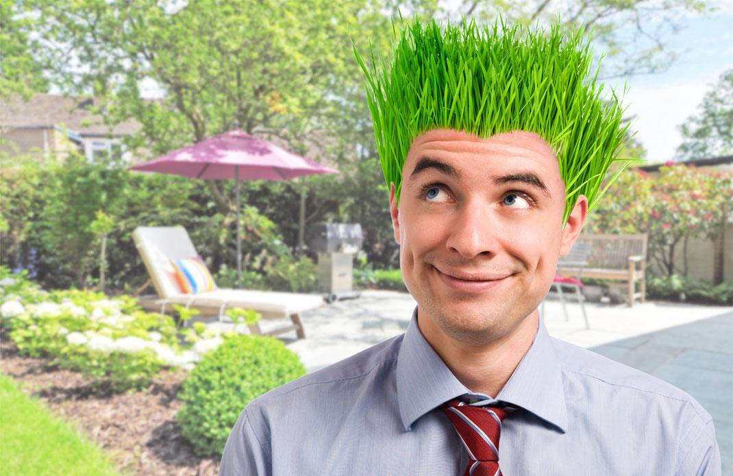 Mann mit Haaren aus Gras.