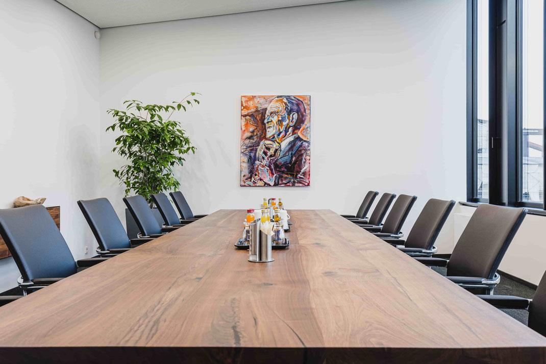 Ein Nussbaum-Unikat für jeden Raum. Auch als Konferenztisch eignet sich das Edelholz Nussbaum hervorragend.