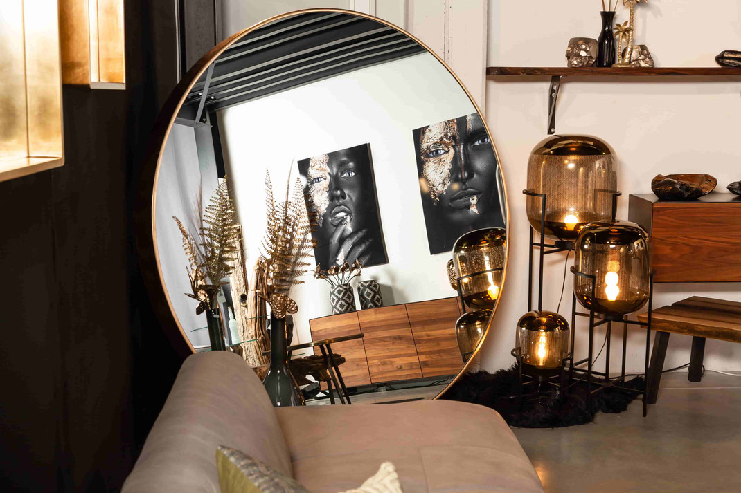 Runder Spiegel zum Stehen in groß und mit echtem Blattgold überzogen