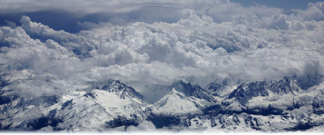 © Welt der Synoptik | Blick auf die verschneiten Alpen.