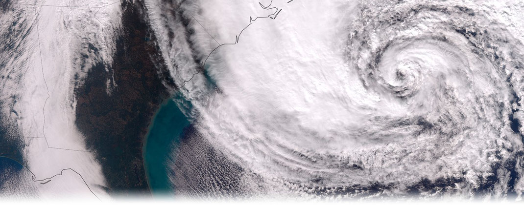 "© NASA Earth Observatory image by Jesse Allen | Hurricane ""Sandy"" vor der Transition am 28. Oktober 2012."