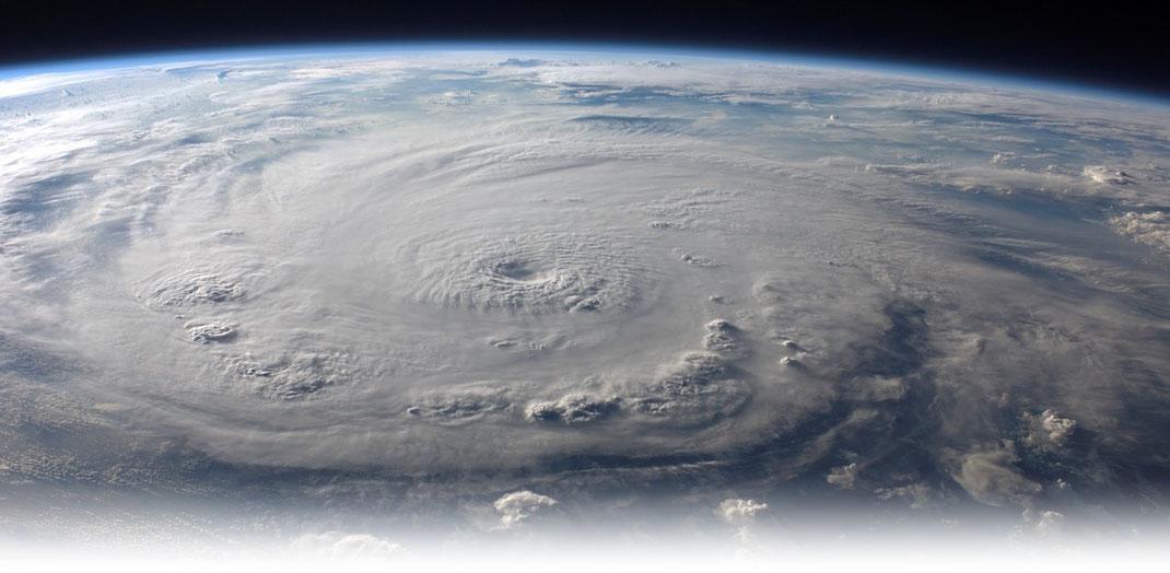 Bildquelle: NASA |Ein Mitglied der ISS photographierte Hurrikan Felix am 03.09.2007,  als dieser die Kategorie 5 auf der Saffir-Simpson-Hurrikan-Skala hatte.