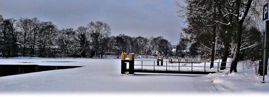 Besonders zugefrorene Flüsse sollten eine Eisdecke von mindesten 25 cm aufweisen. | Bildquelle: Denny Karran
