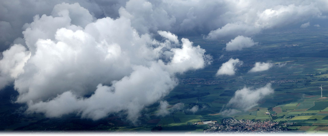 Die atmosphärischen Vorgänge in der Höhe bestimmen das Wetter am Boden maßgeblich. | Bild: D. Karran