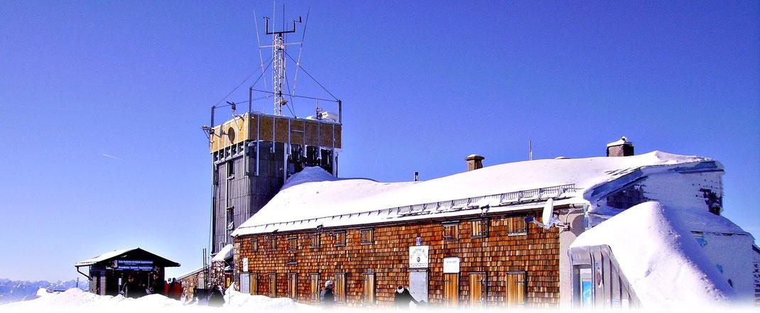 In fast 3000 Metern wird auf der Zugspitze seit nun mehr über 100 Jahren das Wetter beobachtet. | Bildquelle: Denny Karran