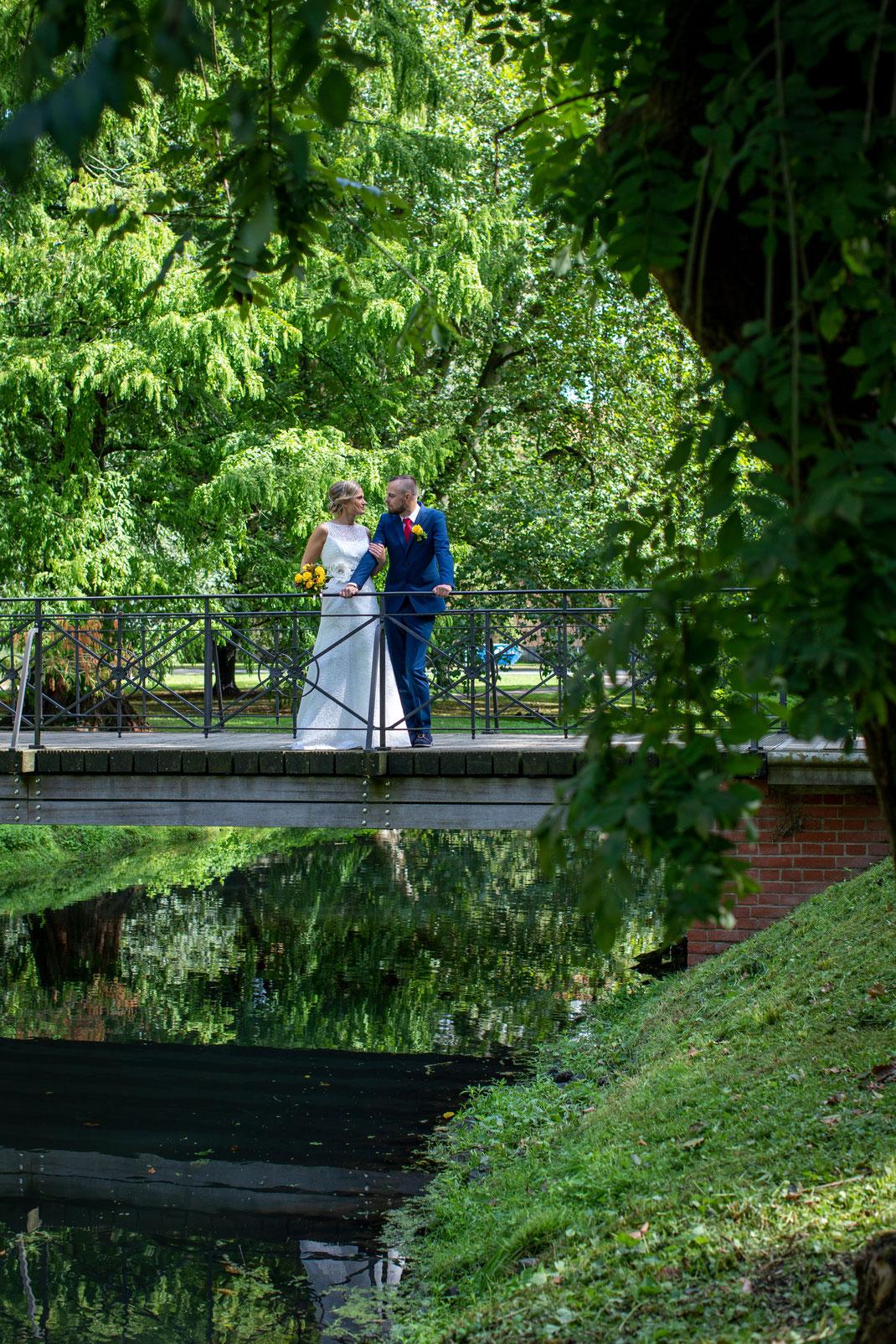 Brautpaarshootings im Park Celler Schloß
