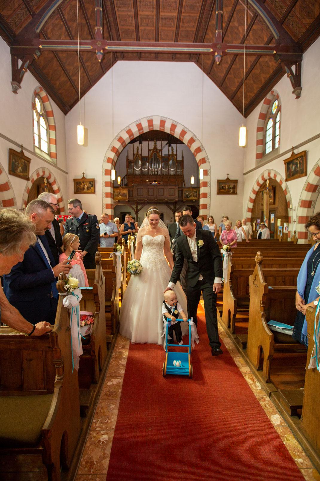 Das Eintreff des Brautpaares in der Kirche