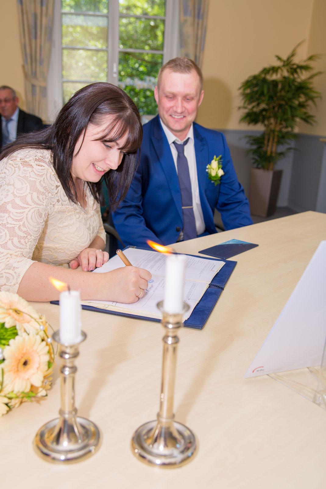 Zum ersten Mal mit anderem Nachnamen unterschreiben
