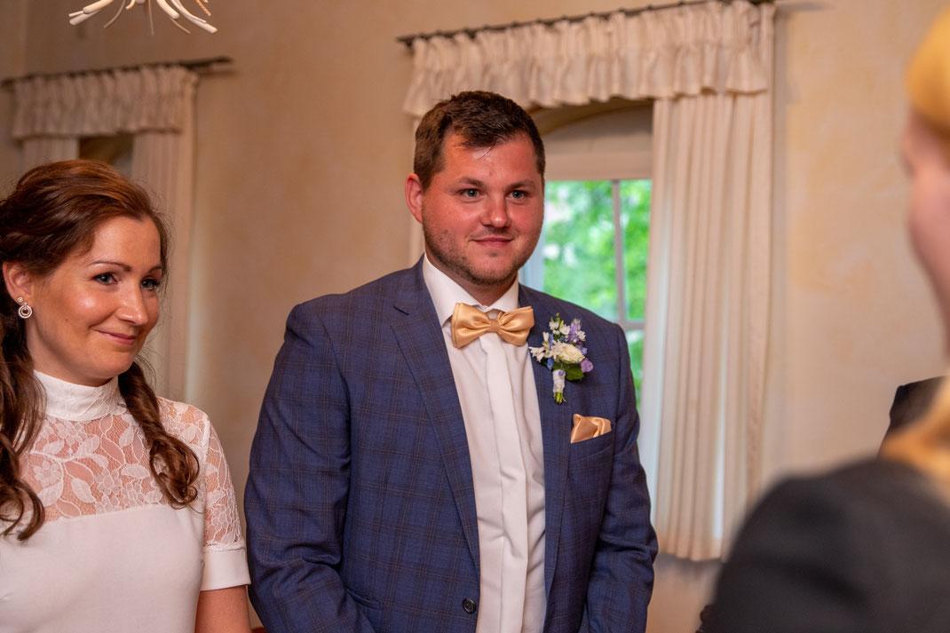 Brautpaar gibt sich das JA Wort