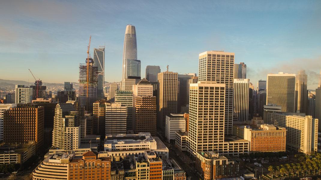 Hoch hoch hinaus: San Francisco und das Silicon Valley boomen. Hinter den Glasfassaden der Bürotower werden die Ideen aus den Garagen feingeschliffen. Foto: Tomas Ovalle