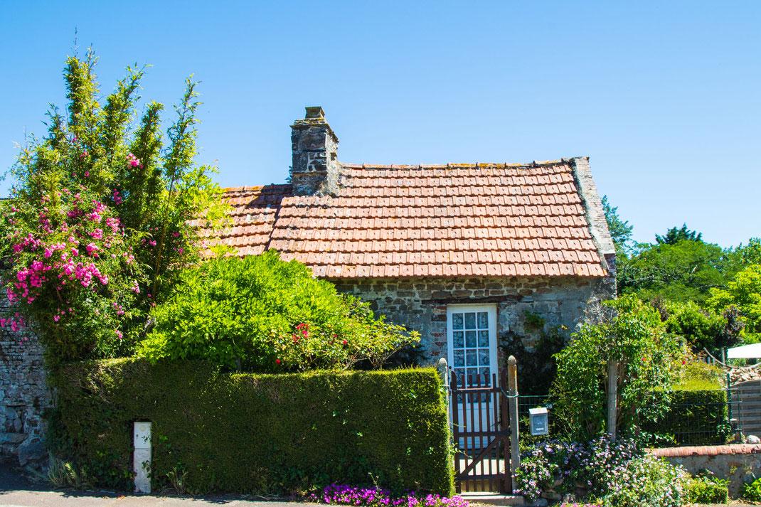 Kleines Steinhaus in der Normandie