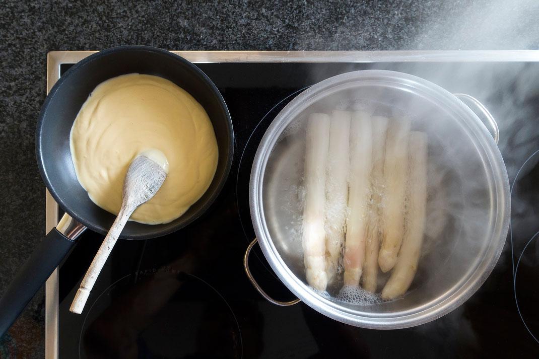 Der Klassiker zum Spargel: Sauce Hollandaise. Foto: Stefan Schweihofer / Pixabay