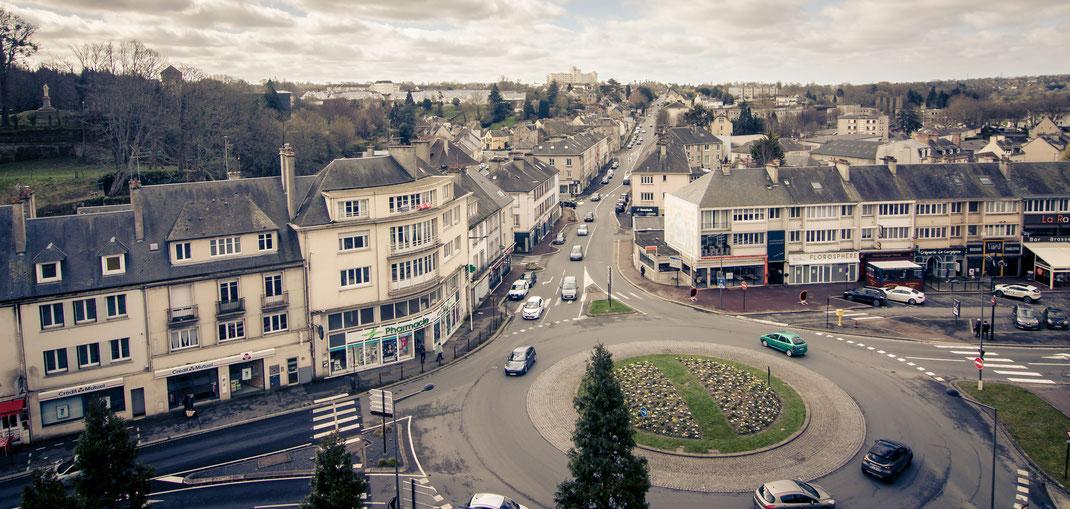 Einfallstraße von Saint Lô in der Normandie bis an den Fuß der Stadtbefestigung
