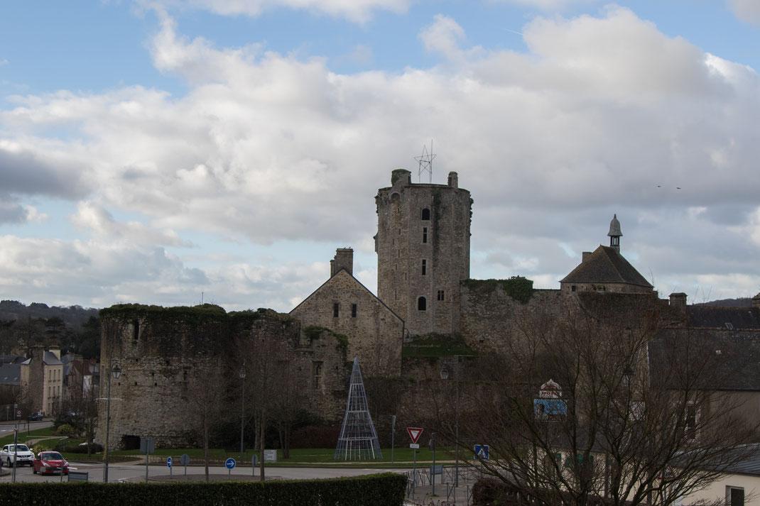 Schlossruine in Bricquebec auf der Halbinsel Cotentin in der Normandie.