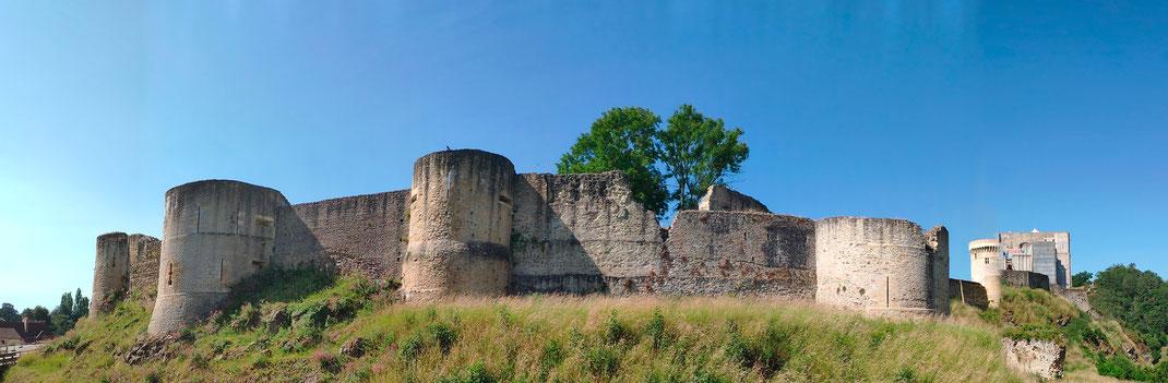 Panoramabild der Burganlage in Falaise in der Normandie.
