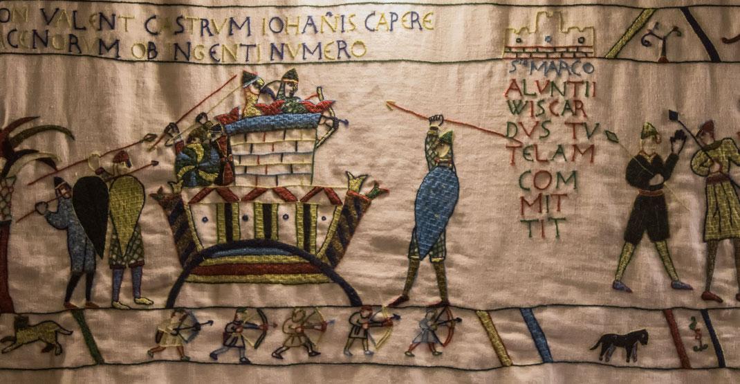 Der Teppich im Schloss Pirou zeigt die Eroberung Siziliens und wurde in Handarbeit gefertigt.