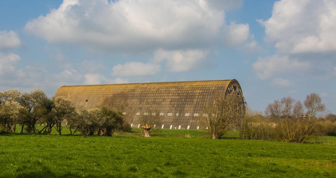 Ein Hangar aus dem Ersten Weltkrieg in der Normandie, der für Luftschiffe gebaut wurde