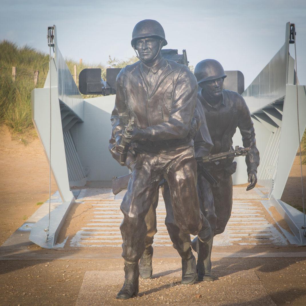 Memorial an Utah-Beach in der Normandie: Soldaten preschen aus einem Landungsboot bei der Operation Overlord.