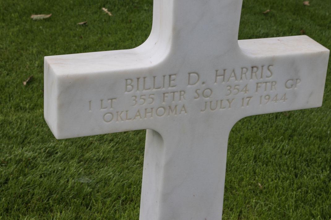 Grabinschrift des amerikanischen Flugzeugpiloten Billie D. Harris.