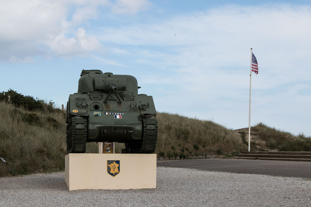 Französischer Panzer am Monument Leclerc am Utah Beach in der Normandie.