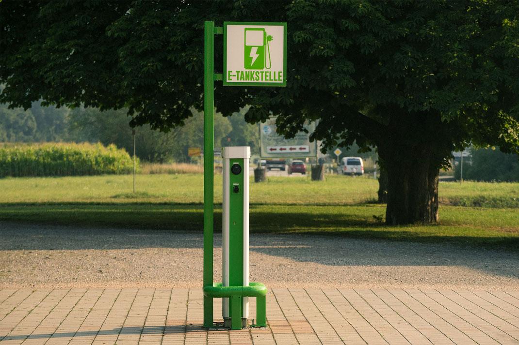 E-Tankstelle, Elektrotankstelle, Wiesmühl Alz, Benno Wieser GmbH & Co. KG, Brauhaus Wiesmühl, regenerativer Strom, Elektroauto