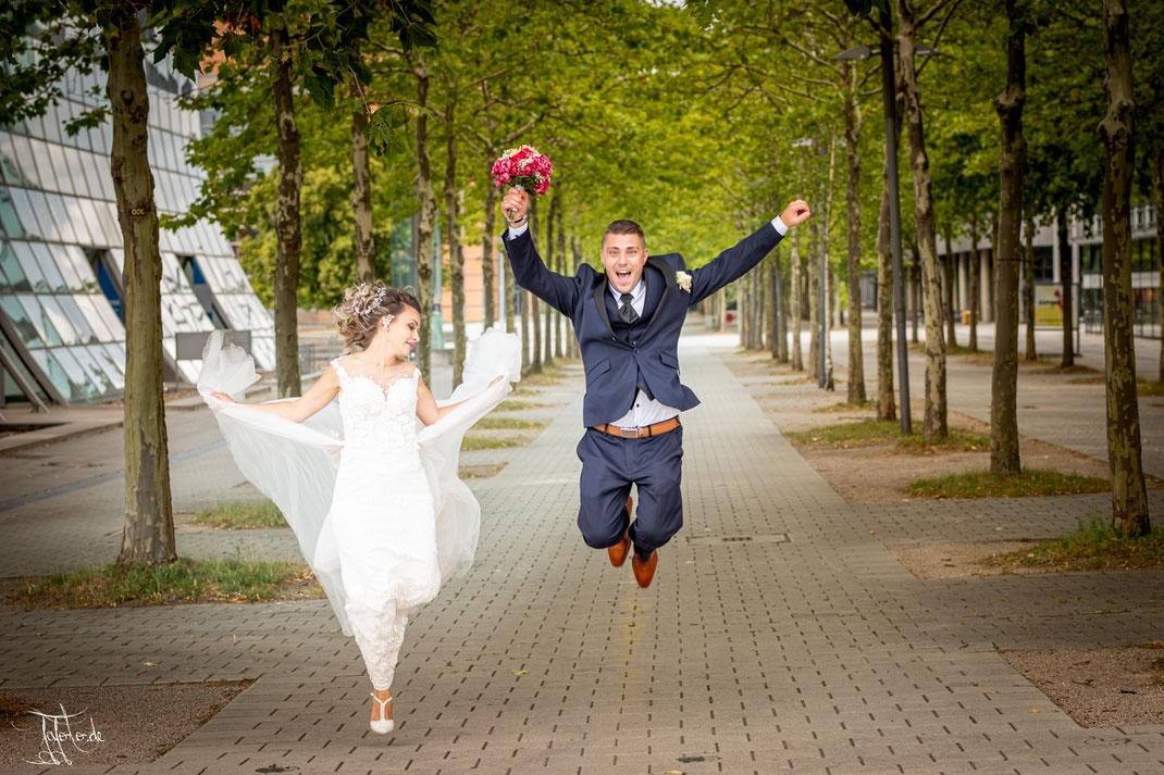 Hochzeitsfotograf Nürnberg in begleitung von Alesia und Albert auf Hannover Messegelände.