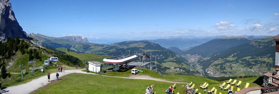 Auf Ciampinoi  (Start der WC- Skirennen) - Blick auf Seiser-Alm - Val Gardena