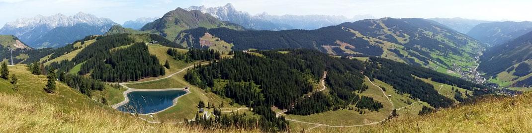 Blick gegen Norden: Lofer- und Leoganger Gebirge bis ostwärts über Saalbach und das untere Glemmertal