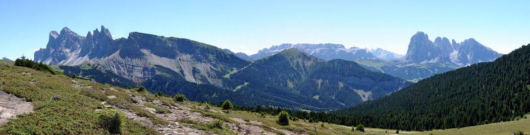 Inner-Raschöz - Sicht auf Geisler-Gruppe - Seceda - Langkofel
