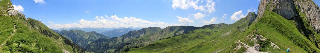 Panoramablick Schwalmeren süd Richtung Simmental - Diemtigtal und Morgetenpass (rechts)