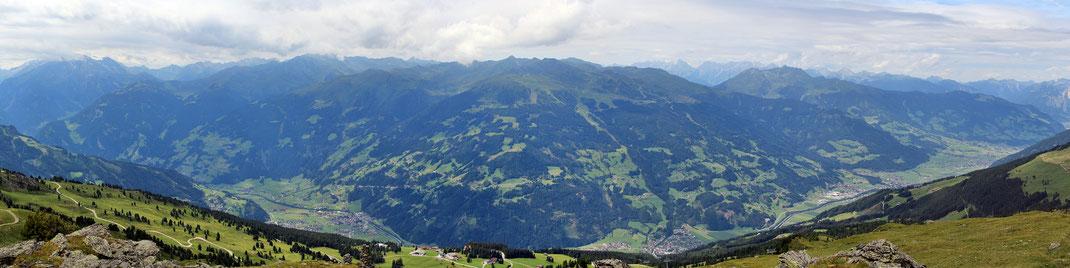 Panoramablick über das Zillertal von Penkenalm bis Spieljoch - Fügen