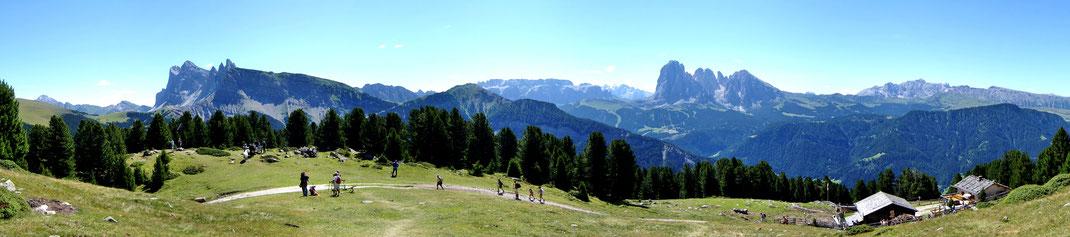 Panorama Cason Hütte auf Geisler Gruppe  Seceda - Pic - Sella - Langkofel - Seiser-Alm