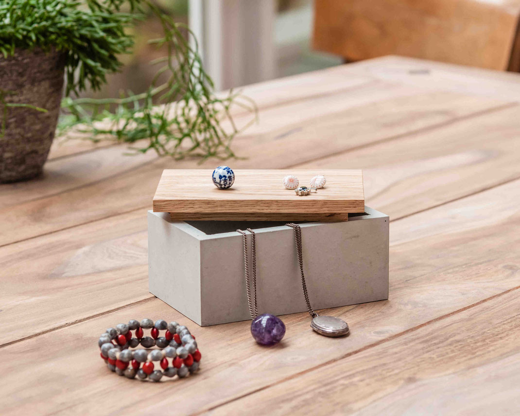 Schönes Kästchen aus Beton mit Holzdeckel - für Schmuck und andere kleine Schätze - 39,00 Euro