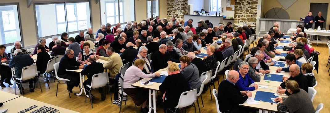Cinquante huit équipes réunis le vendredi 2 mars dans la salle des fêtes de St Cyr le Gravelais pour notre concours de belote cantonal