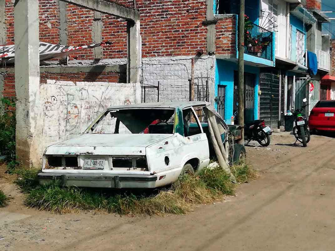 Teléfono para reportar vehículo abandonado en Monterrey
