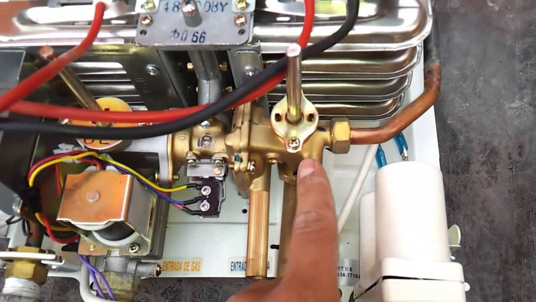 Correcto mantenimiento a boiler de paso