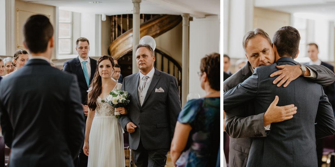 Einmarsch Braut Trauung und Hochzeit in der St. Annen und Brigitten Kapelle im Standesamt Stralsund bei Rügen