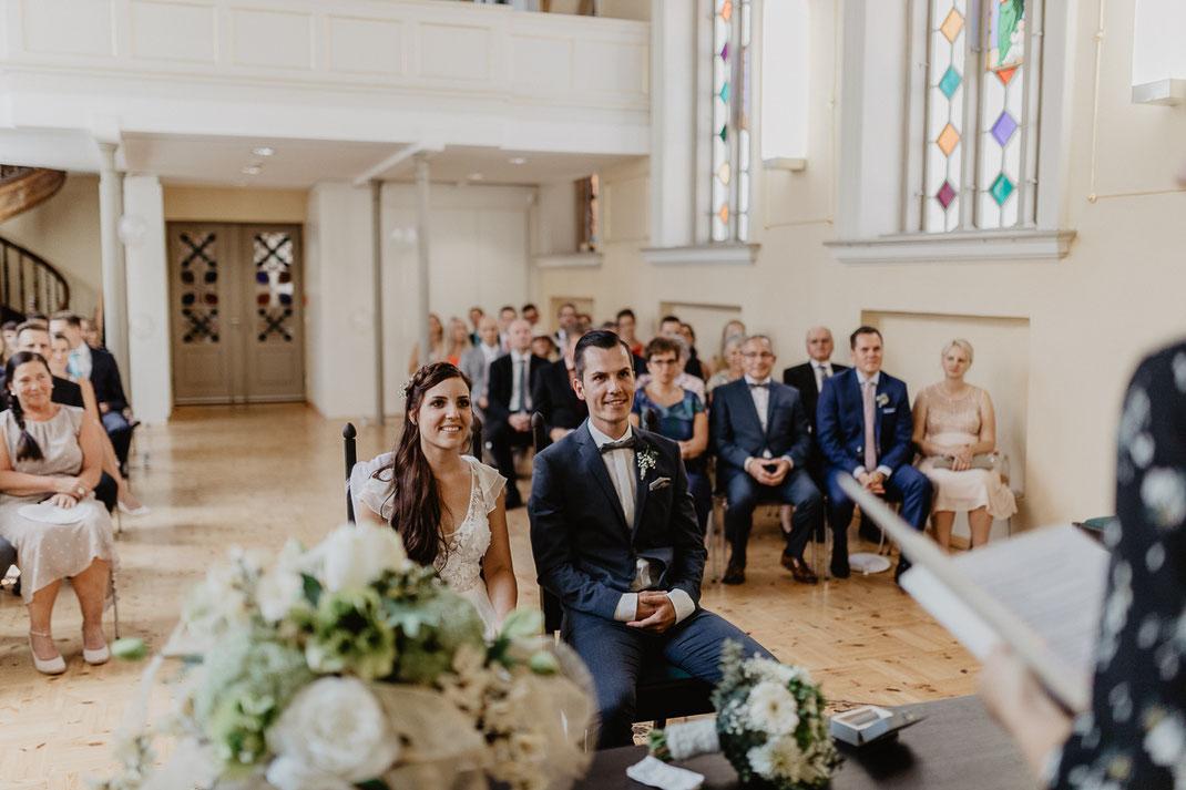 Brautpaar Trauung und Hochzeit in der St. Annen und Brigitten Kapelle im Standesamt Stralsund bei Rügen
