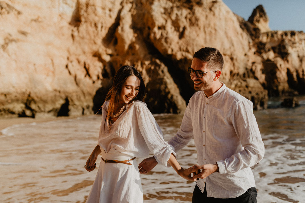 Paarshooting an der Algarve in Portugal couple photoshoot engagement beach sunset shoot Paarfotografie Potsdam
