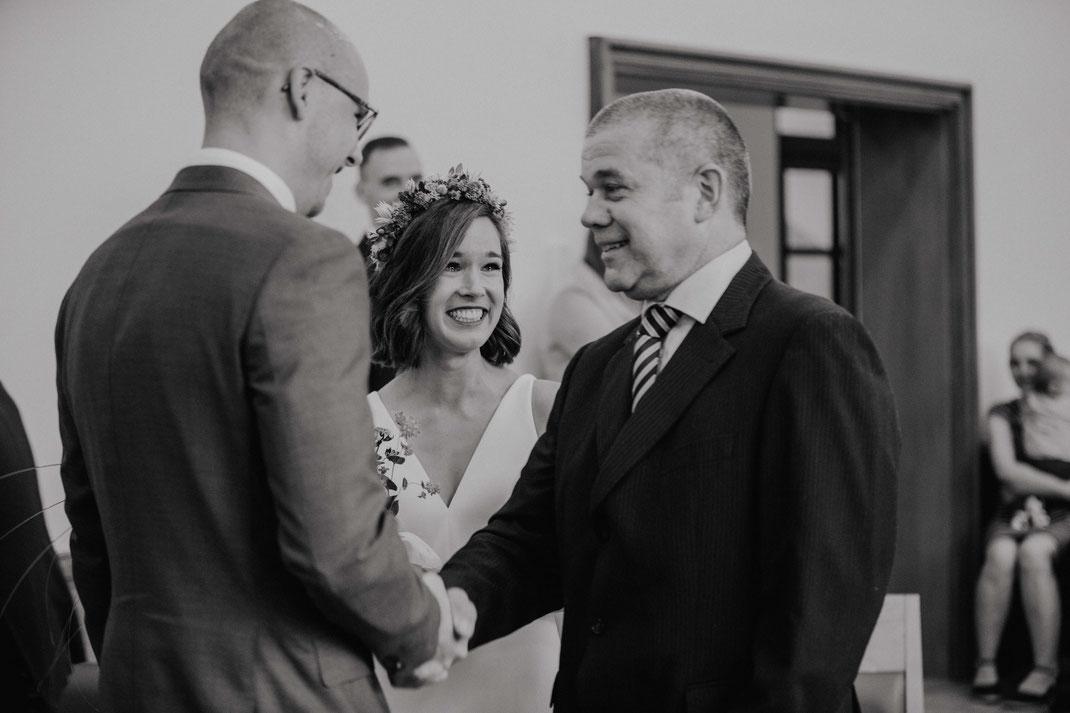 Trauung Brautpaar Standesamt Eichwalde Hochzeitsfotograf Berlin