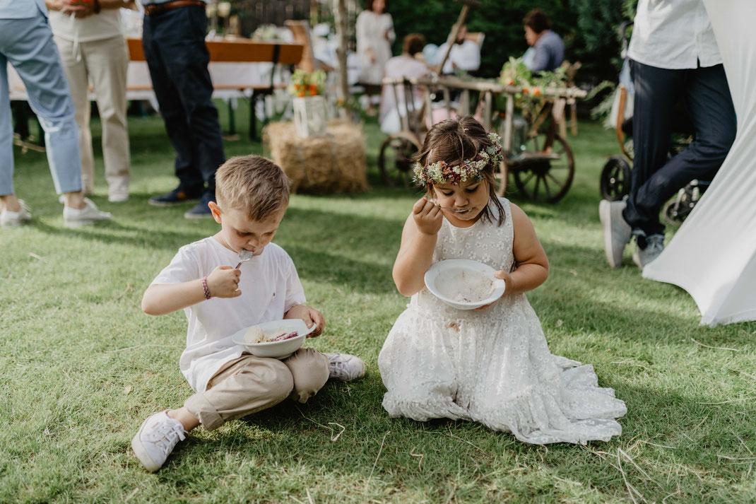 Gartenhochzeit Vintage Boho Hochzeit feiern in Garten Hochzeitsfotograf Berlin