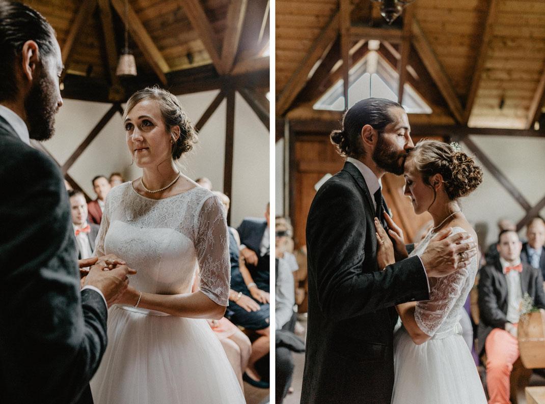 Bild: Trauung Braut Hochzeit in der Alte Fasanerie Familienfarm Lübars in Berlin Hochzeitsfotos Hochzeitsfotograf Hochzeitsfotografie