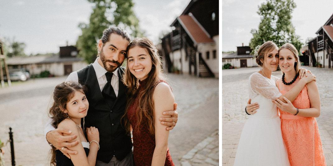 Bild: Familienfotos Hochzeitsfotos Inspiration Hochzeit in der Alte Fasanerie Familienfarm Lübars in Berlin Hochzeitsfotograf Hochzeitsfotografie