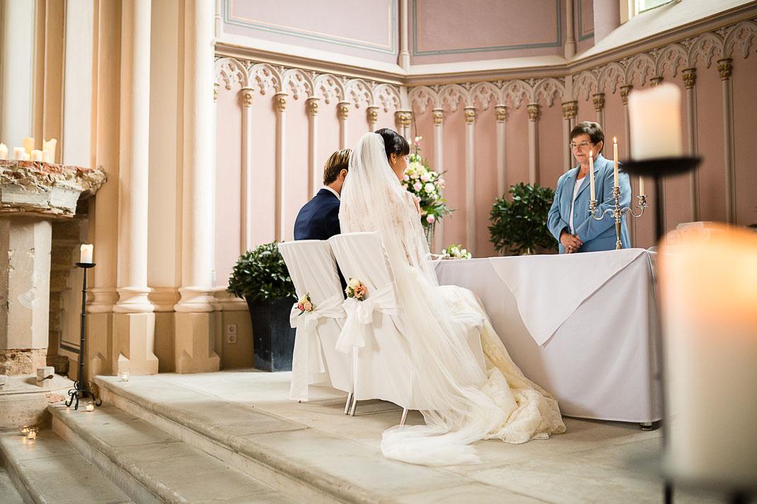 Hochzeit im Schloss Kröchlendorff Uckermark Standesamt Heiraten Hochzeitsfotograf